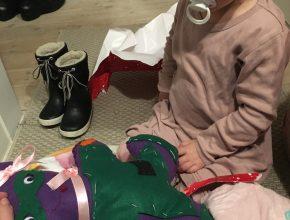 Verdens sejeste storesøster Eleonora har syet en bamse til Mulle, som hun skulle have med til operation. Den fik Mulle tirsdag morgen, inden vi tog af sted.