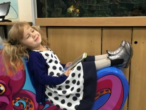 Mulle tager lige en slapper, mens vi venter på lægen